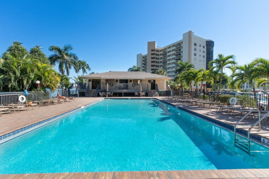 Real Estate Photography - 4263 Bay Beach Ln, #613, Fort Myers Beach, FL, 33931 - Pool