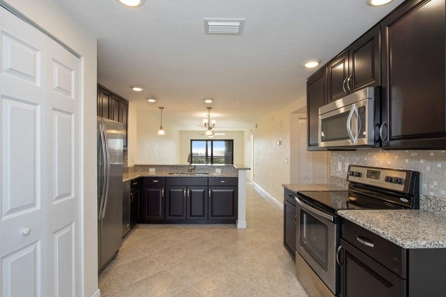 Real Estate Photography - 4263 Bay Beach Ln, #613, Fort Myers Beach, FL, 33931 - Kitchen