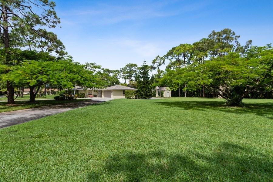 Real Estate Photography - 13502 Brynwood Lane, Ft. Myers, FL, 33912 - Side Yard