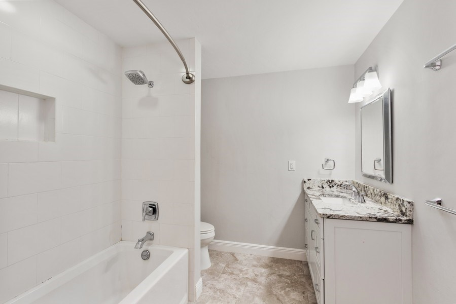 Real Estate Photography - 13502 Brynwood Lane, Ft. Myers, FL, 33912 - 2nd Bathroom