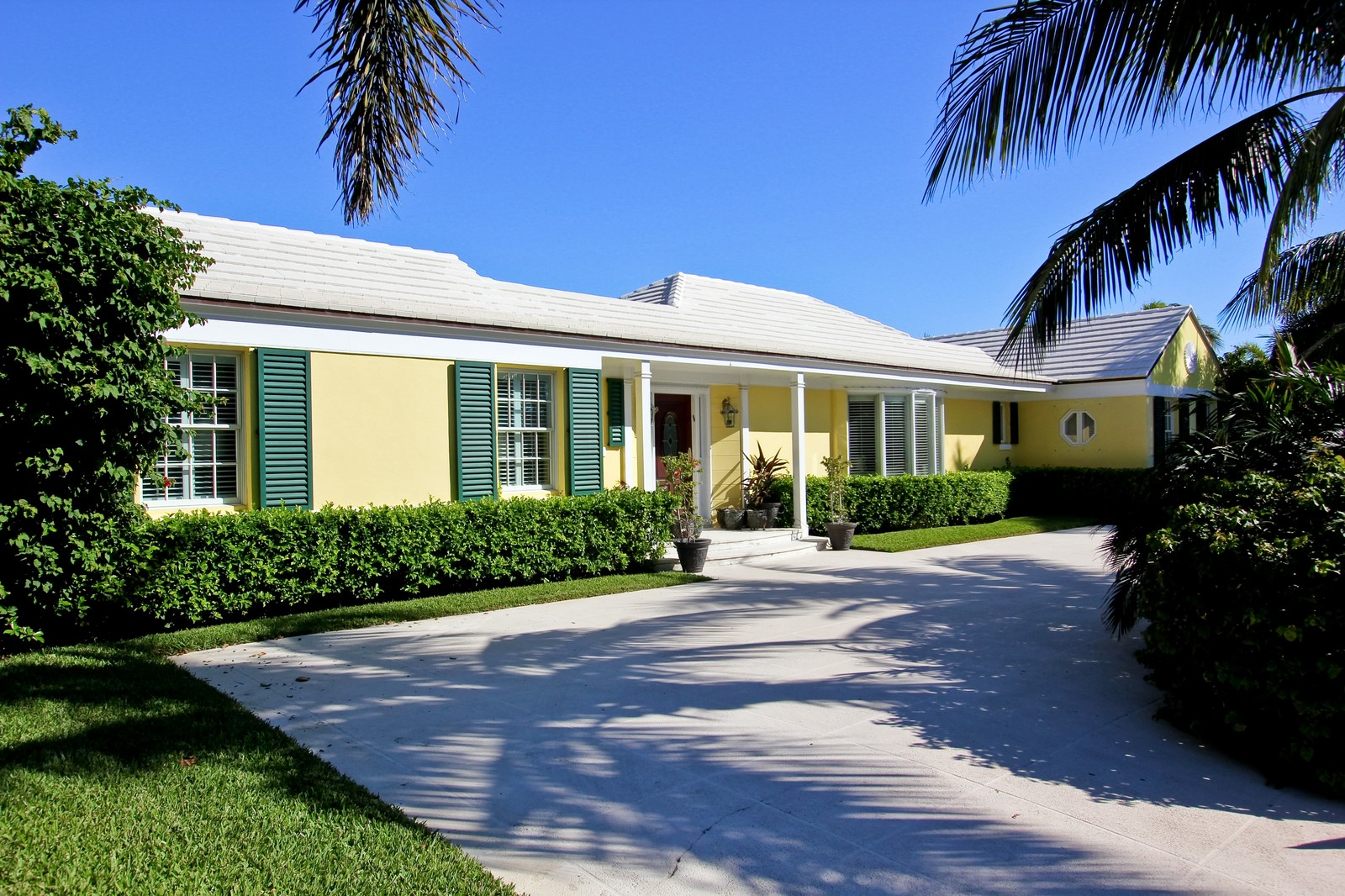 Real Estate Photography - 301 Garden Rd, Palm Beach, FL, 33480 - Front View