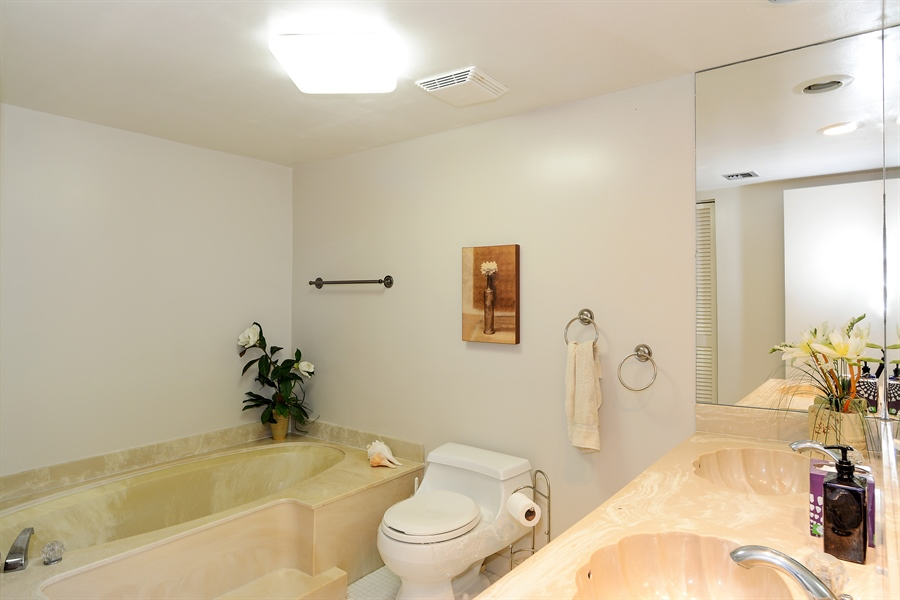 Real Estate Photography - 5540 N. Ocean Drive, 3D, Riviera Beach, FL, 33404 - Master Bathroom