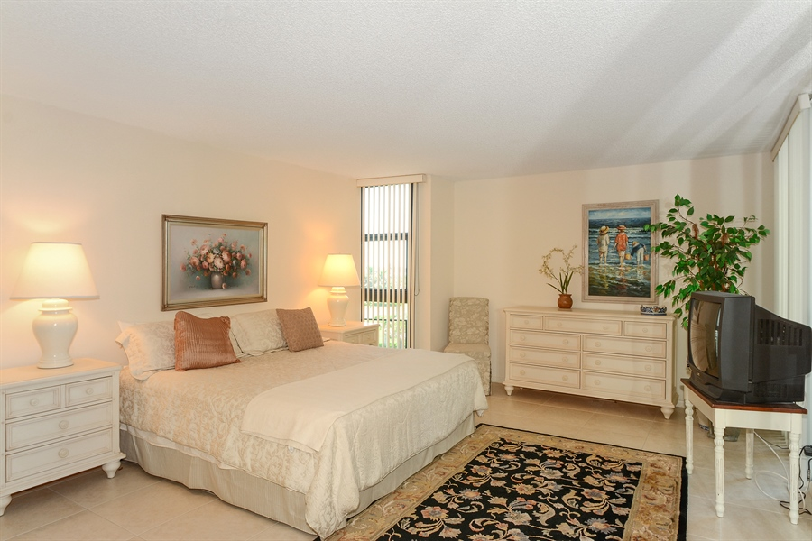 Real Estate Photography - 5540 N. Ocean Drive, 3D, Riviera Beach, FL, 33404 - Master Bedroom