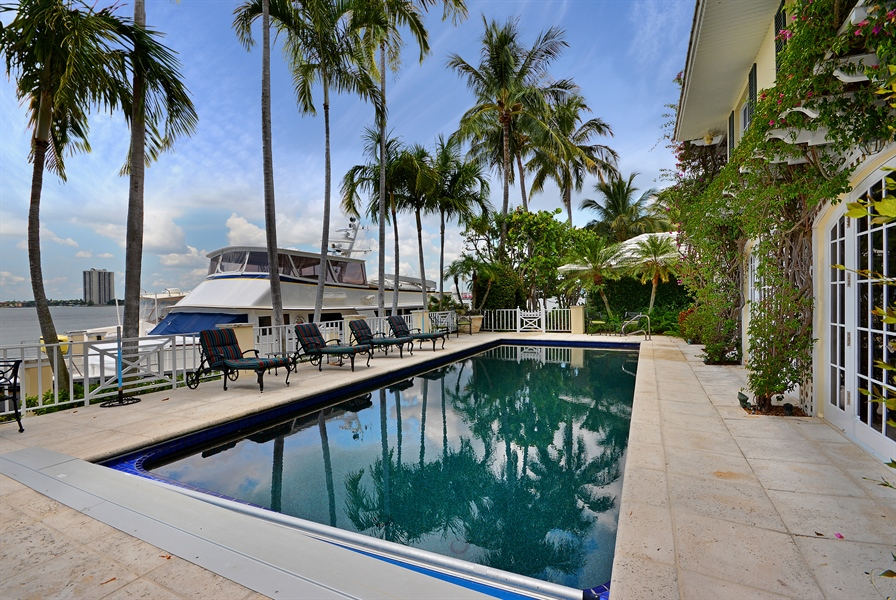 Real Estate Photography - 400 Caribbean, Palm Beach, FL, 33480 - Side View