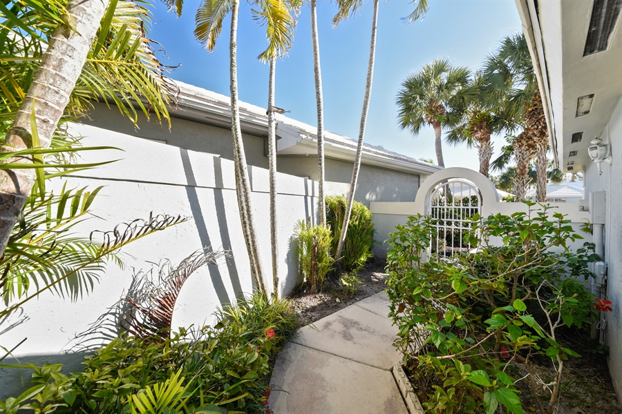 Real Estate Photography - 9111 Baybury Ln,, West Palm Beach, FL, 33411 - Courtyard