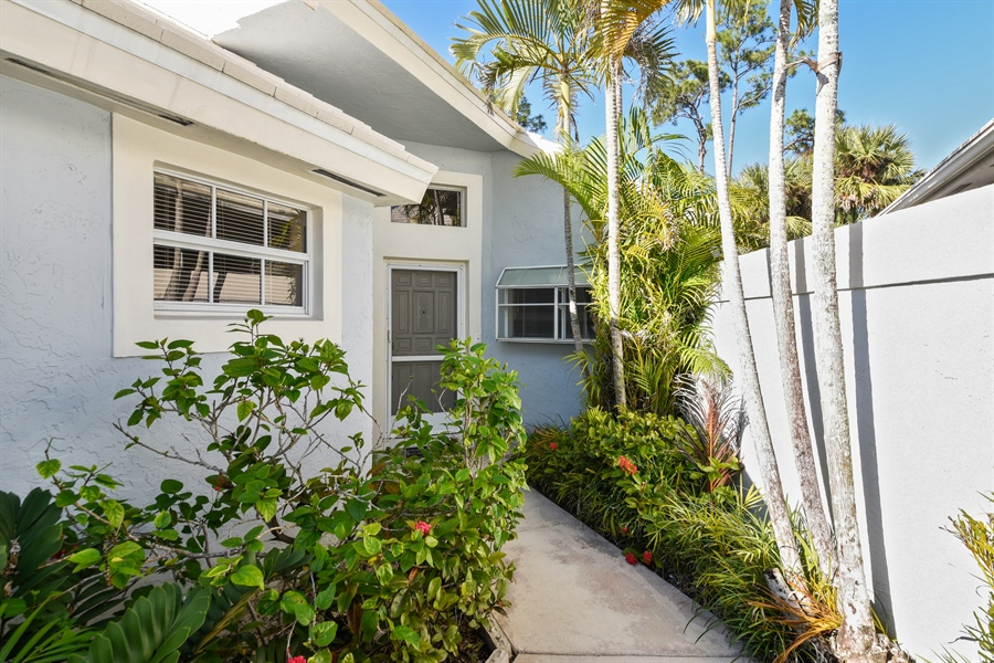 Real Estate Photography - 9111 Baybury Ln,, West Palm Beach, FL, 33411 - Entryway