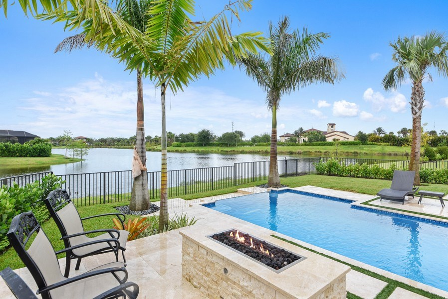 Real Estate Photography - 206 Alcove point lane, Jupiter, FL, 33478 - Lake View