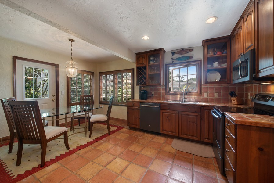 Real Estate Photography - 281 Flamingo Drive, West Palm Beach, FL, 33401 - Kitchen / Dining Room