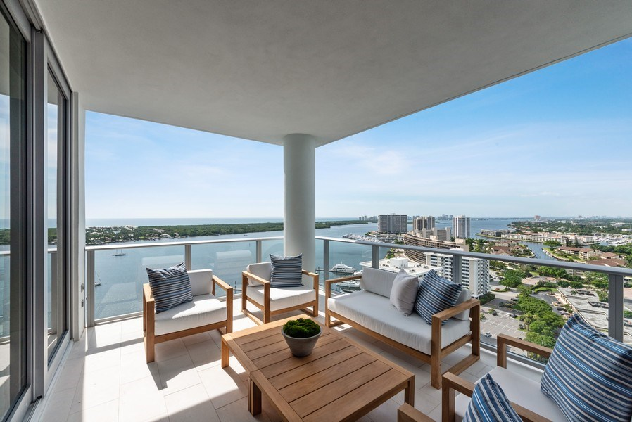 Real Estate Photography - 2102 Water Club Way, North Palm Beach, FL, 33408 - Patio