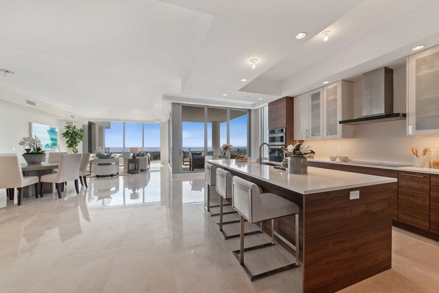 Real Estate Photography - 2102 Water Club Way, North Palm Beach, FL, 33408 - Kitchen / Dining Room
