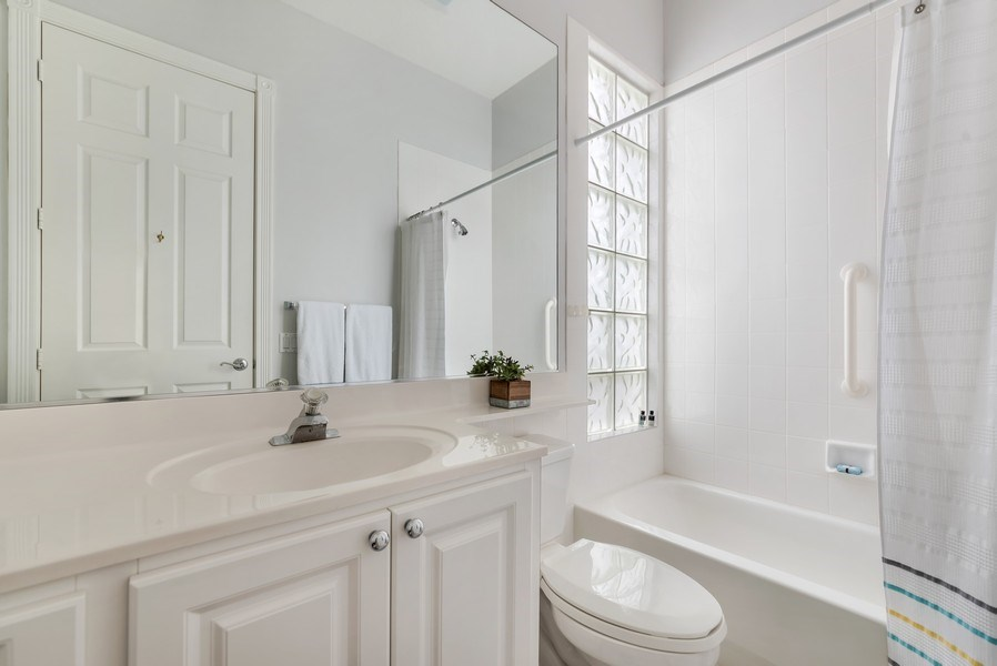 Real Estate Photography - 2733 Kittbuck Way, 403, West Palm Beach, FL, 33411 - Bathroom