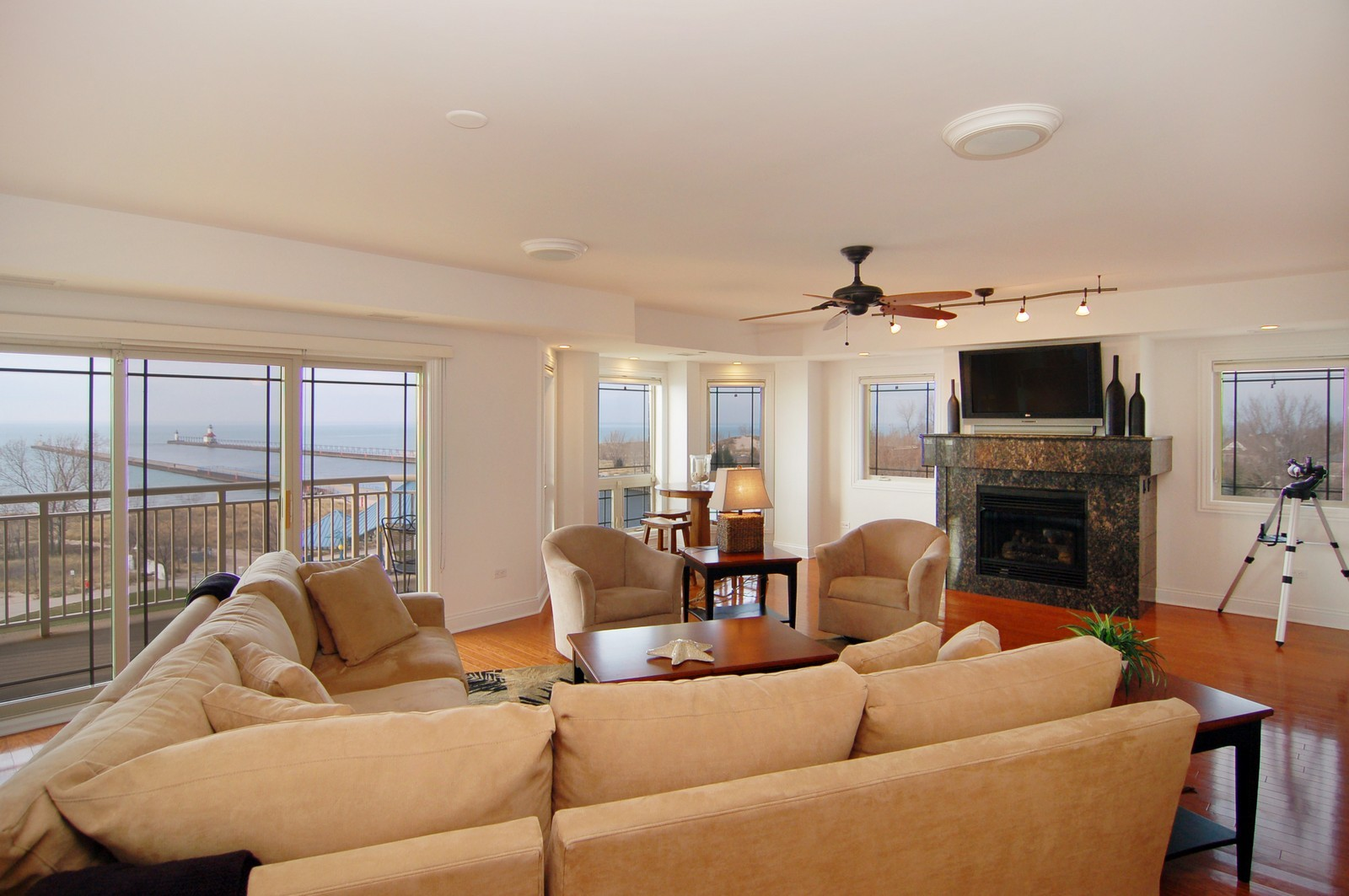 Real Estate Photography - 200- 7B Lake Street, St Joseph, MI, 49085 - Living Room
