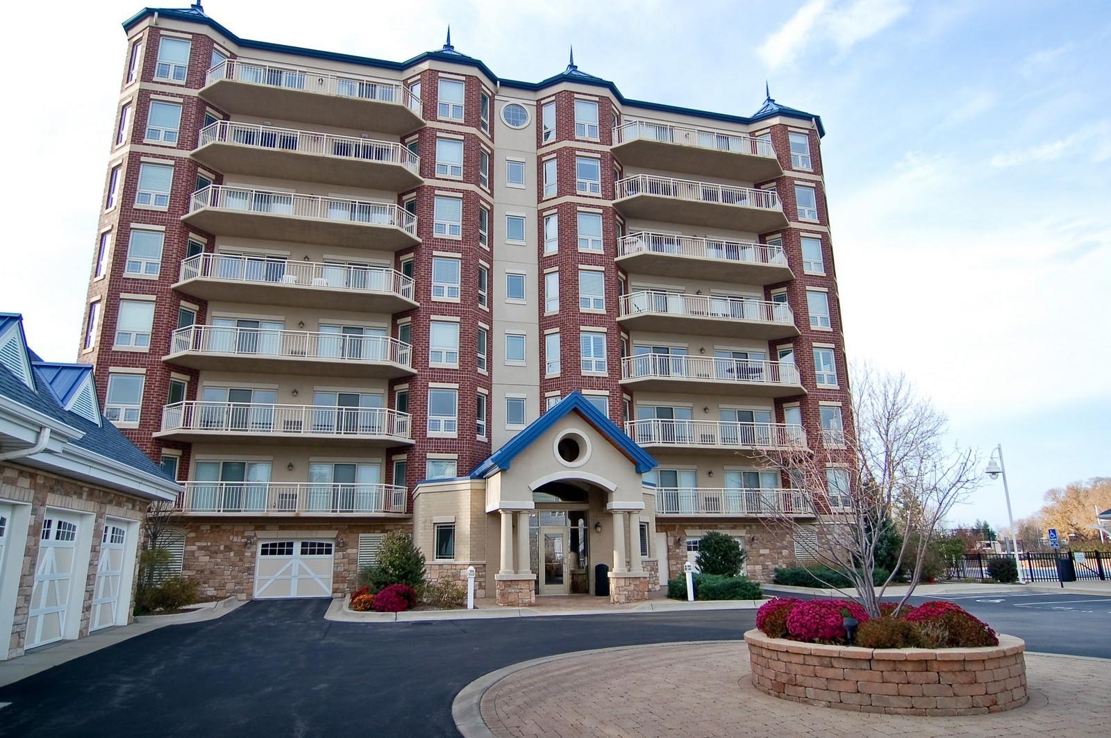 Real Estate Photography - 200- 7B Lake Street, St Joseph, MI, 49085 - Front View