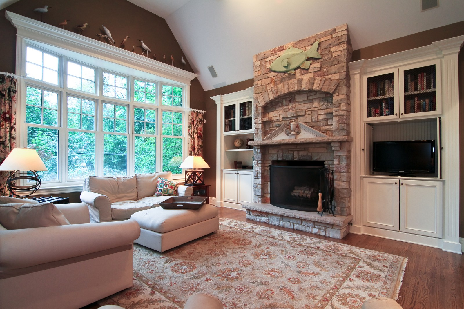 Real Estate Photography - 127 Tuttle, Claredon Hills, IL, 60514 - Family Room
