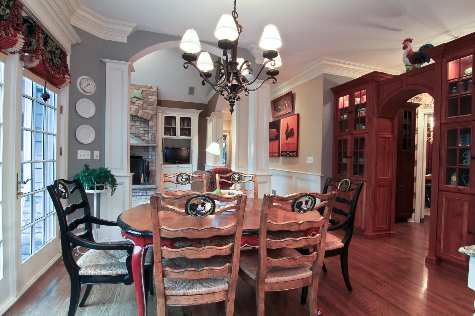 Real Estate Photography - 127 Tuttle, Claredon Hills, IL, 60514 - Breakfast Area