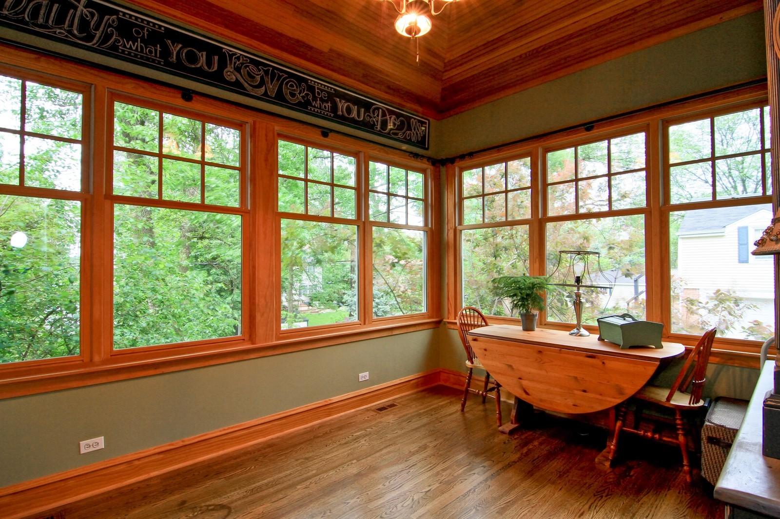 Real Estate Photography - 127 Tuttle, Claredon Hills, IL, 60514 - Sun Room