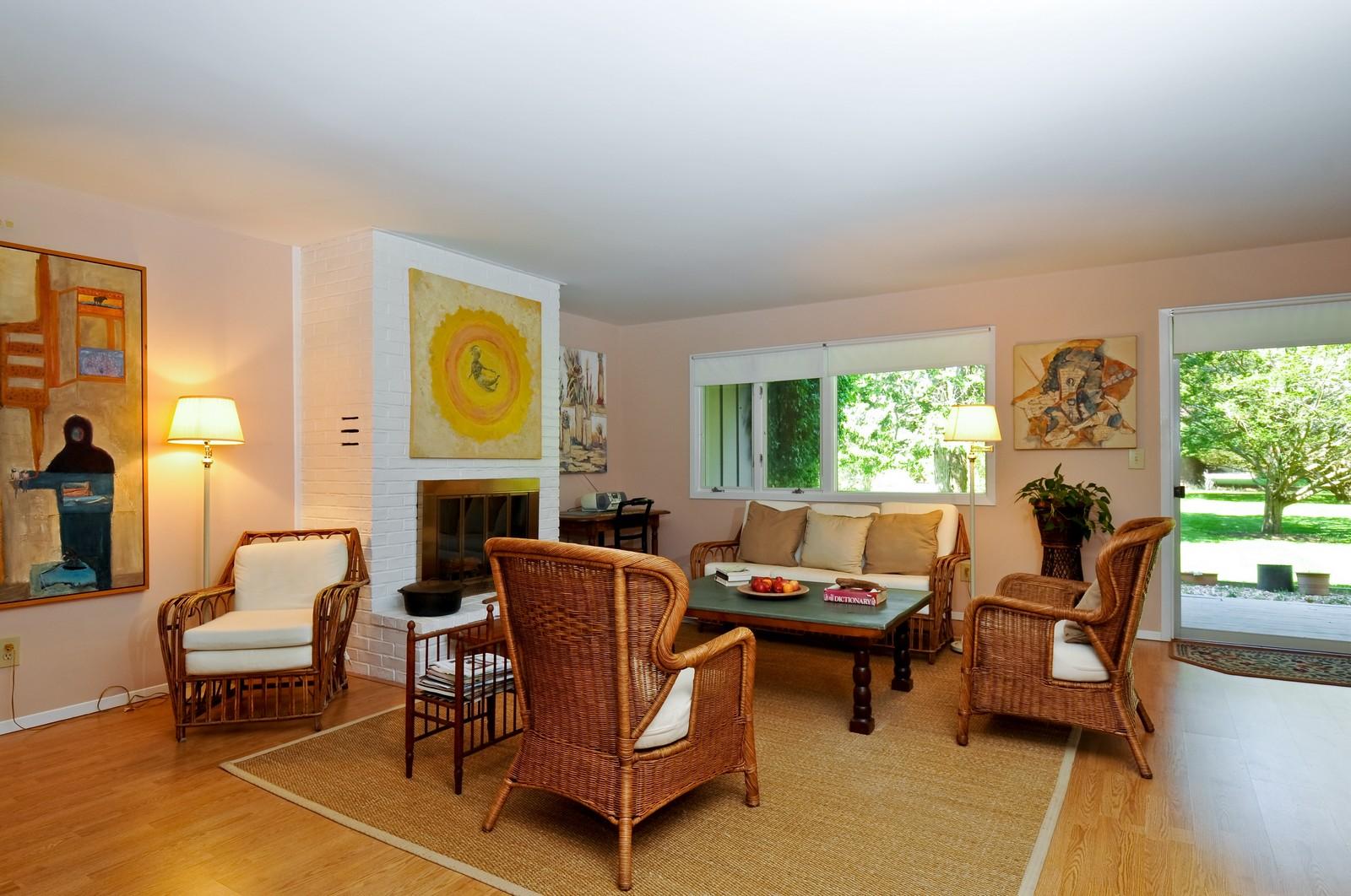 ... Real Estate Photography   35 Hampton Mews, East Hampton, NY, 11937    Living ...