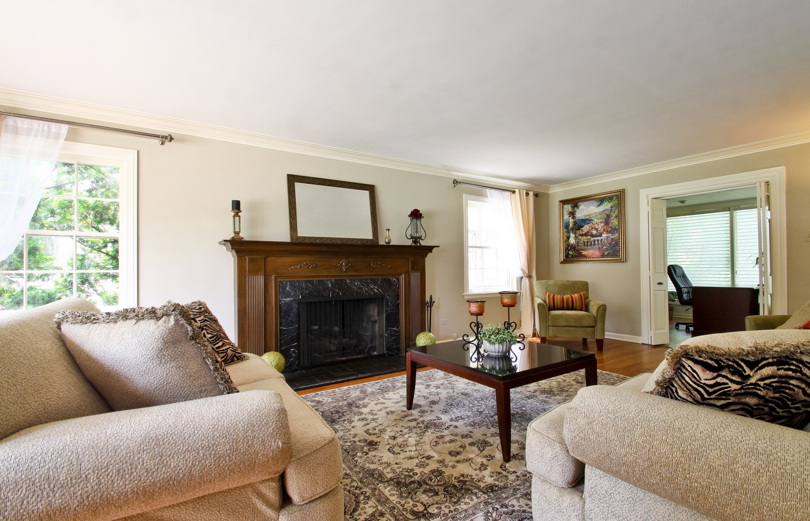 Real Estate Photography - 6750 N Longmeadow Ave, Lincolnwood, IL, 60712 - Living Room