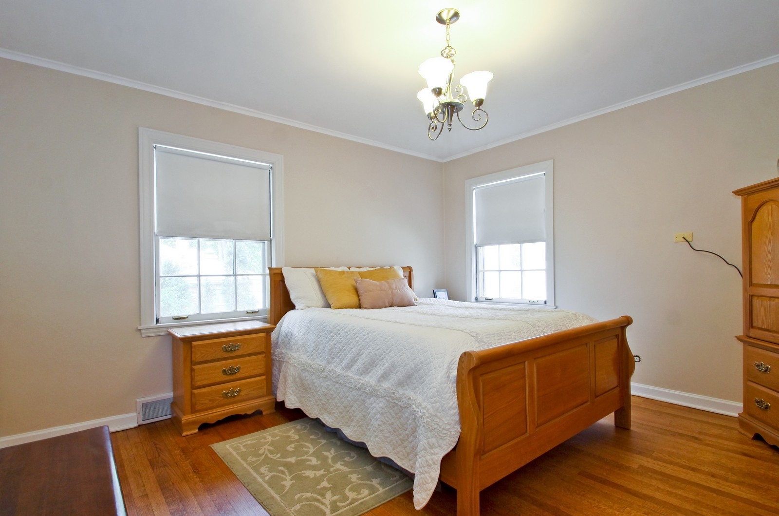 Real Estate Photography - 6750 N Longmeadow Ave, Lincolnwood, IL, 60712 - 2nd Bedroom