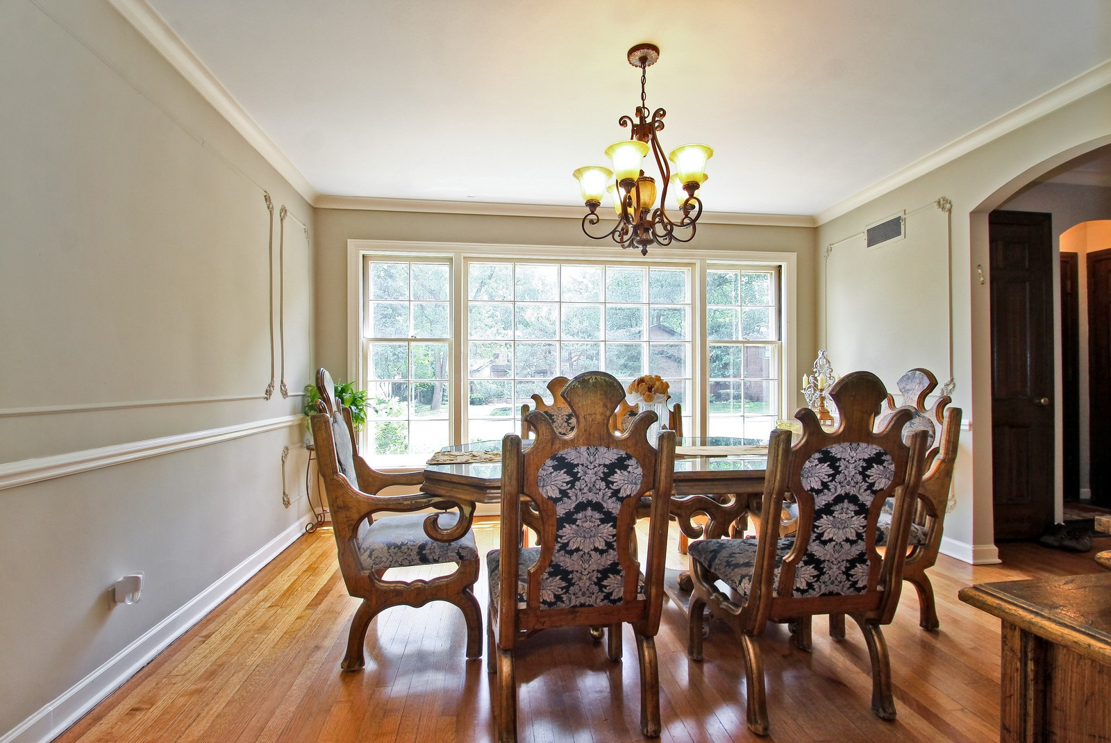 Real Estate Photography - 6750 N Longmeadow Ave, Lincolnwood, IL, 60712 - Dining Room