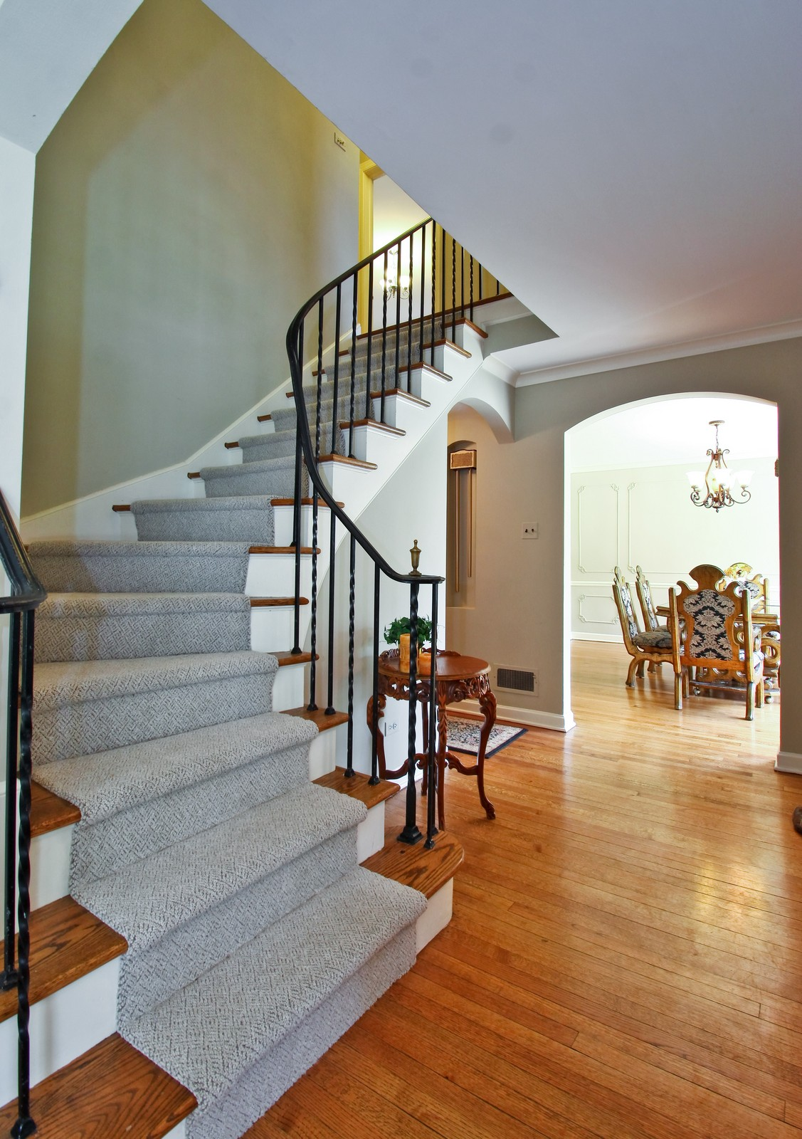 Real Estate Photography - 6750 N Longmeadow Ave, Lincolnwood, IL, 60712 - Foyer
