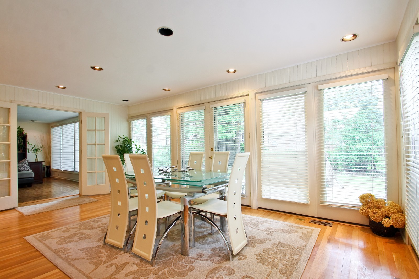 Real Estate Photography - 6750 N Longmeadow Ave, Lincolnwood, IL, 60712 - Breakfast Area