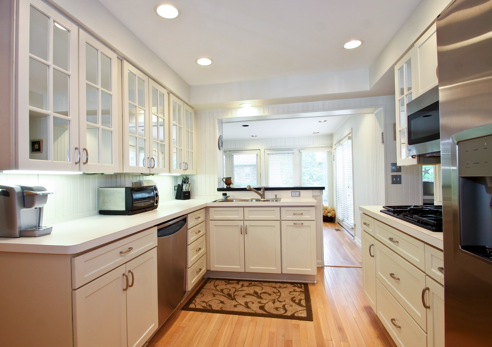 Real Estate Photography - 6750 N Longmeadow Ave, Lincolnwood, IL, 60712 - Kitchen