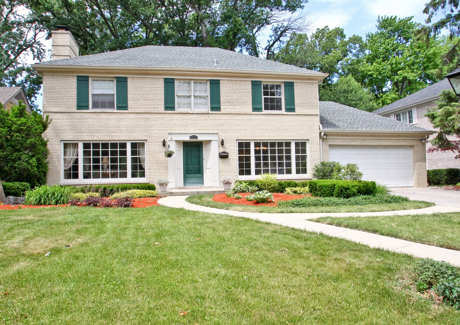Real Estate Photography - 6750 N Longmeadow Ave, Lincolnwood, IL, 60712 - Front View