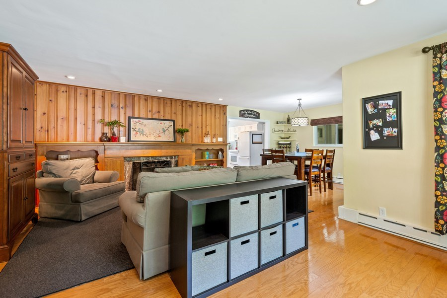 Real Estate Photography - 301 Carter Street, Libertyville, IL, 60048 - Living Room