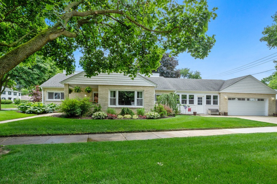 Real Estate Photography - 301 Carter Street, Libertyville, IL, 60048 - Front View