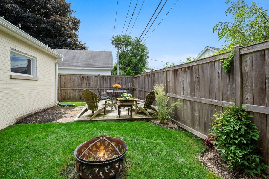 Real Estate Photography - 301 Carter Street, Libertyville, IL, 60048 - Patio