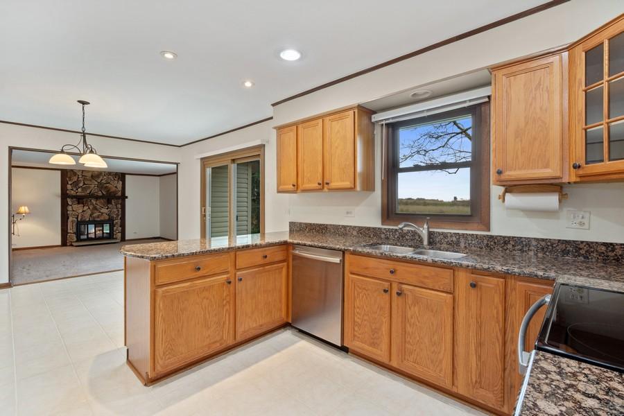Real Estate Photography - 1869 Burr Ridge Drive, Hoffmann Estates, IL, 60192 - Kitchen