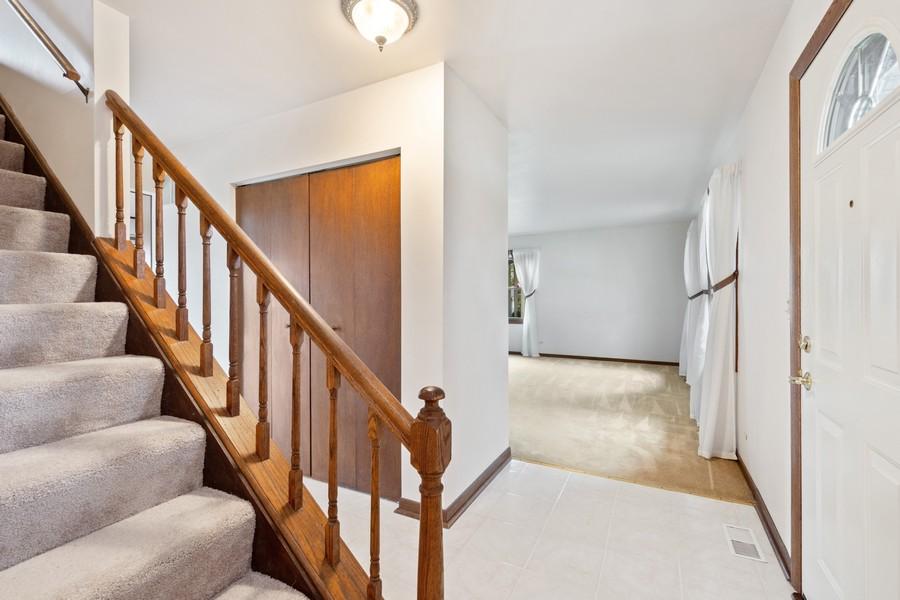 Real Estate Photography - 1869 Burr Ridge Drive, Hoffmann Estates, IL, 60192 - Foyer