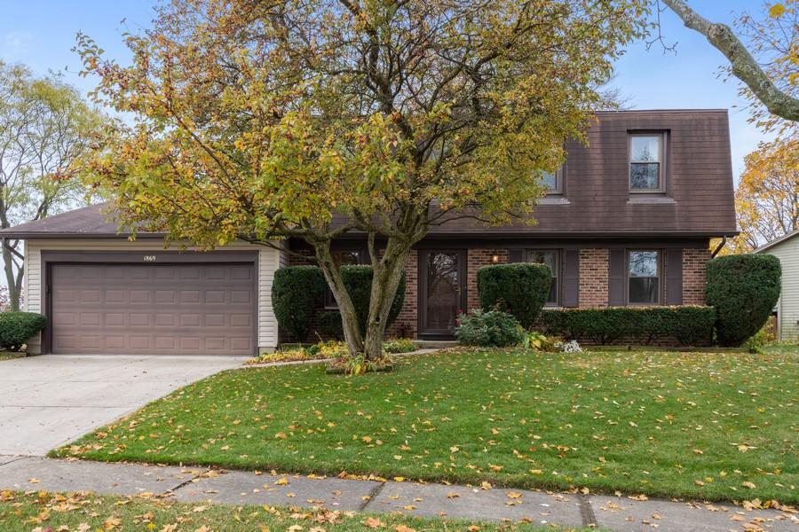 Real Estate Photography - 1869 Burr Ridge Drive, Hoffmann Estates, IL, 60192 - Front View