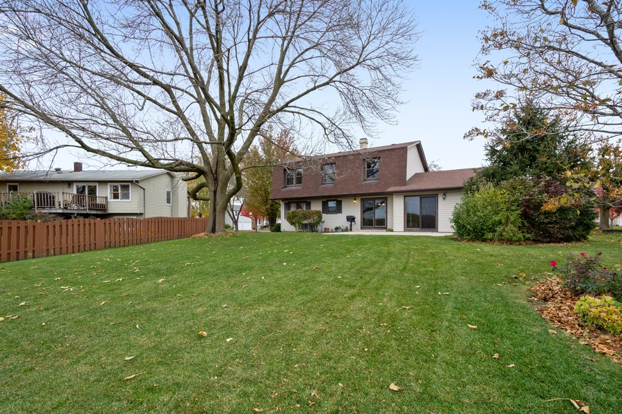 Real Estate Photography - 1869 Burr Ridge Drive, Hoffmann Estates, IL, 60192 - Rear View