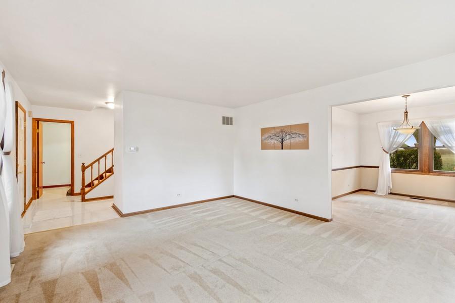 Real Estate Photography - 1869 Burr Ridge Drive, Hoffmann Estates, IL, 60192 - Living Room / Dining Room