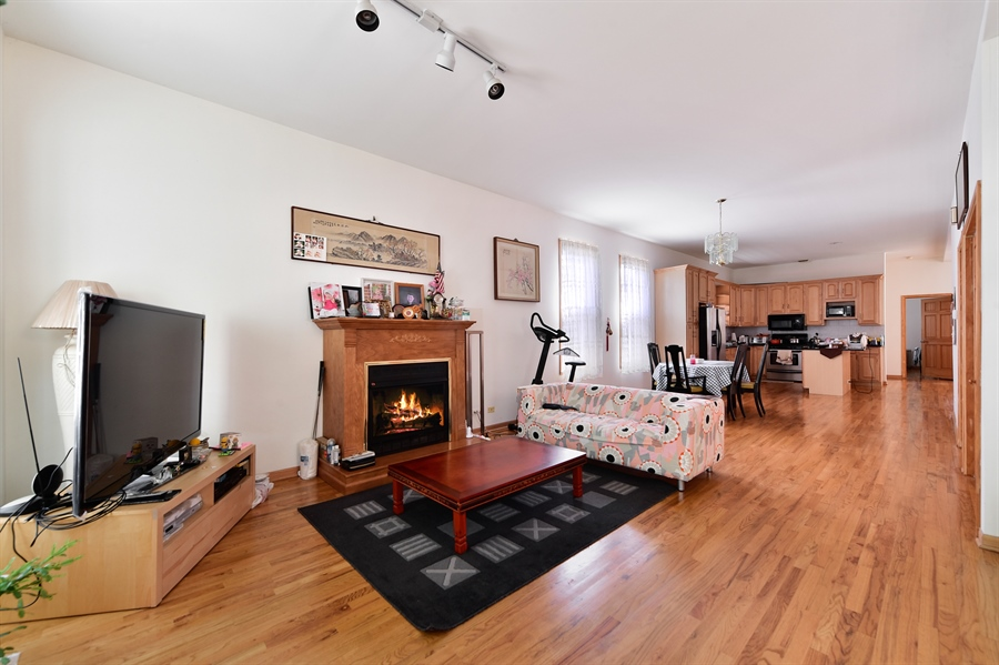 Real Estate Photography - 2930 N Rockwell St, Chicago, IL, 60618 - Living Room