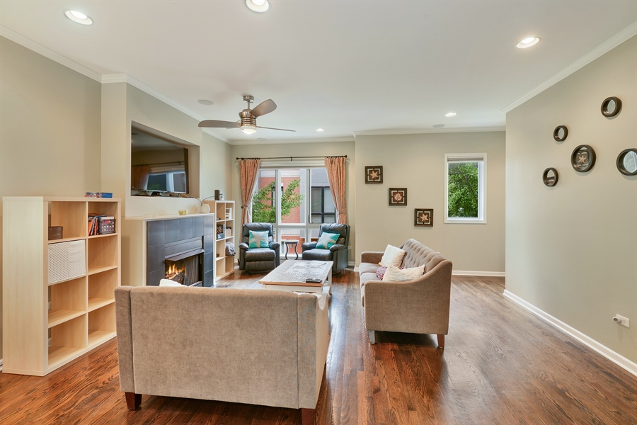 Real Estate Photography - 2225 W Madison, 7, Chicago, IL, 60612 - Living Room