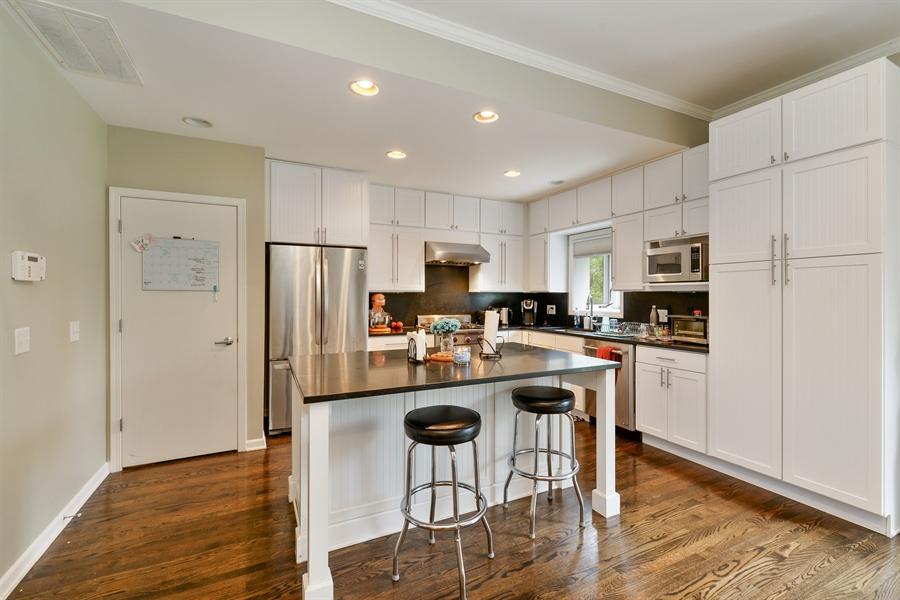 Real Estate Photography - 2225 W Madison, 7, Chicago, IL, 60612 - Kitchen