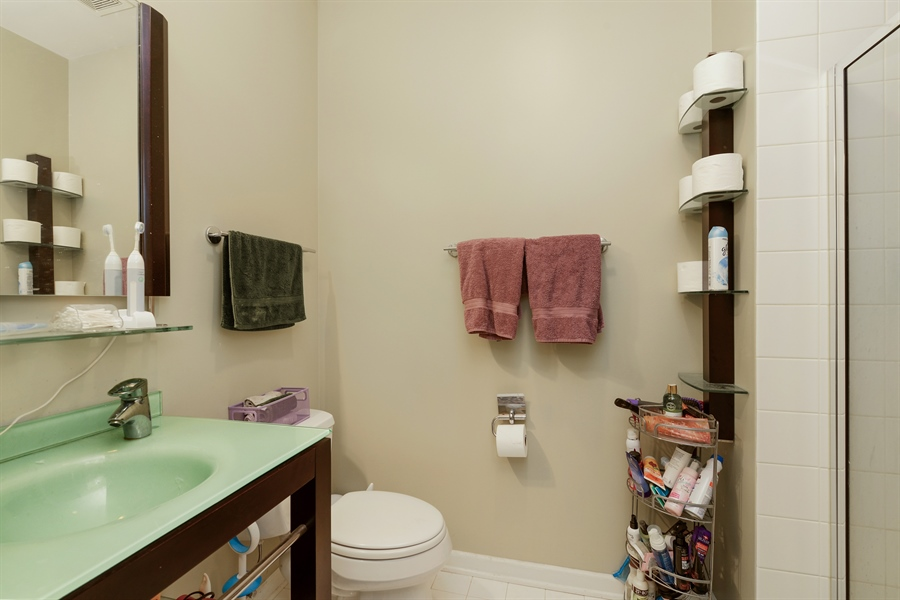 Real Estate Photography - 2225 W Madison, 7, Chicago, IL, 60612 - 2nd Bathroom