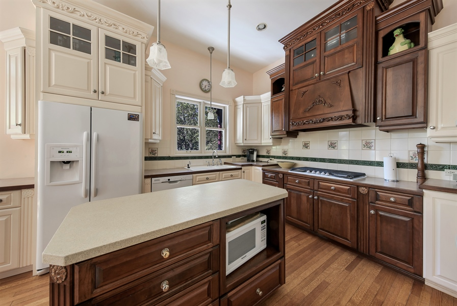 Real Estate Photography - 5324 Turvey, Downers Grove, IL, 60515 - Kitchen