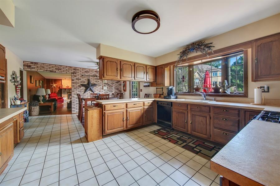 Real Estate Photography - 13530 Arctic Lane, Lemont, IL, 60439 - Kitchen