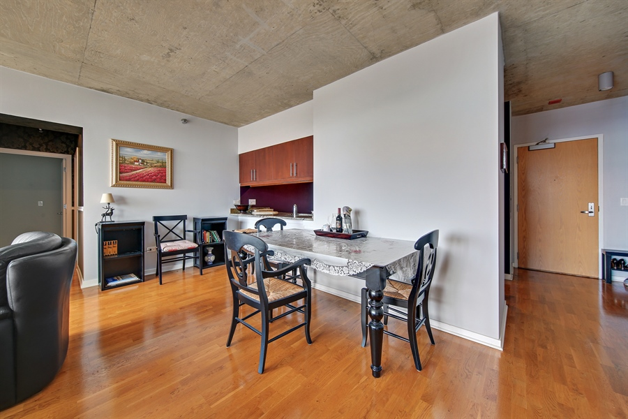 Real Estate Photography - 611 S Wells Street, 2609, chicago, IL, 60607 - Dining Room