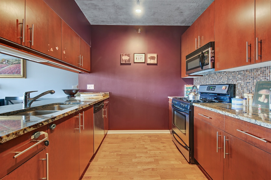 Real Estate Photography - 611 S Wells Street, 2609, chicago, IL, 60607 - Kitchen