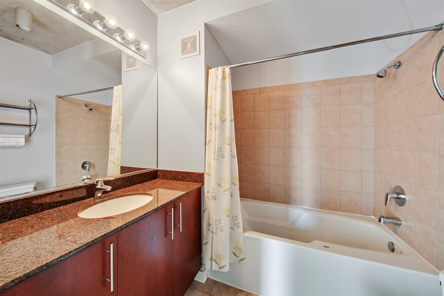 Real Estate Photography - 611 S Wells Street, 2609, chicago, IL, 60607 - Bathroom