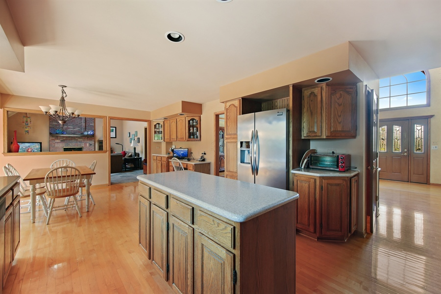 Real Estate Photography - 13130 Fox Hill Drive, Lemont, IL, 60439 - Kitchen