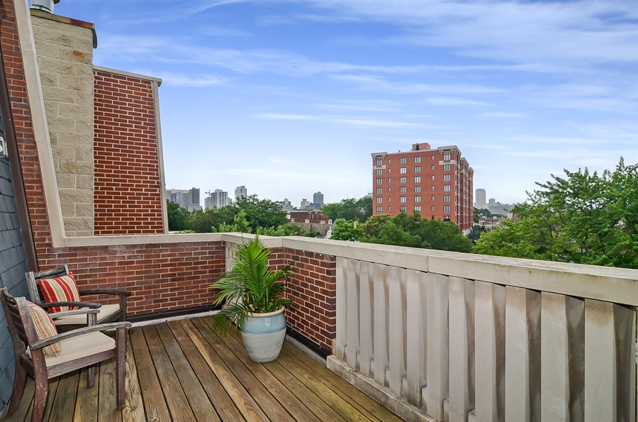 Real Estate Photography - 850 W Aldine, 3, Chicago, IL, 60657 - Bedroom 2 Terrace