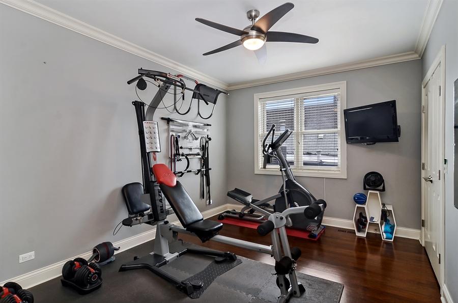Real Estate Photography - 850 W Aldine, 3, Chicago, IL, 60657 - 3rd Bedroom
