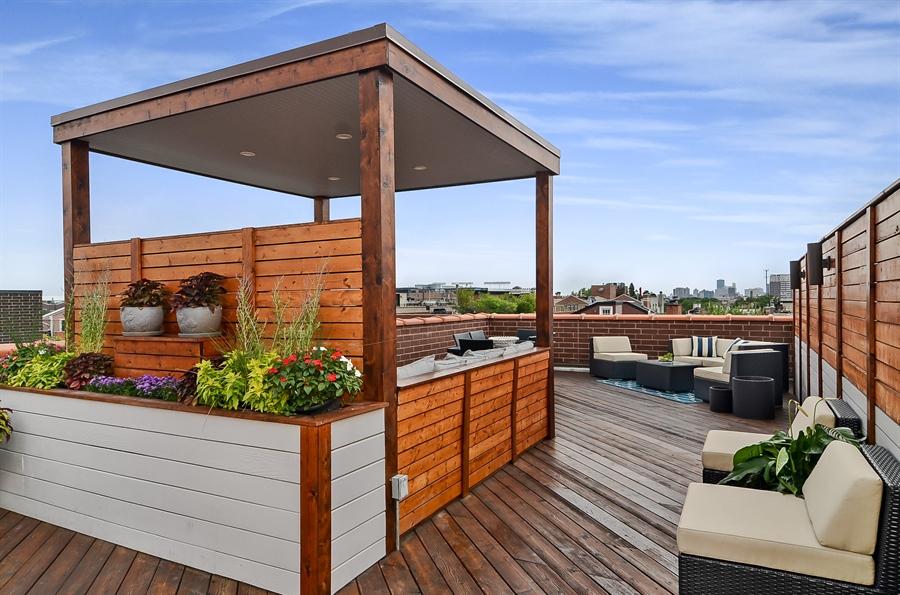 Real Estate Photography - 850 W Aldine, 3, Chicago, IL, 60657 - Roof Deck