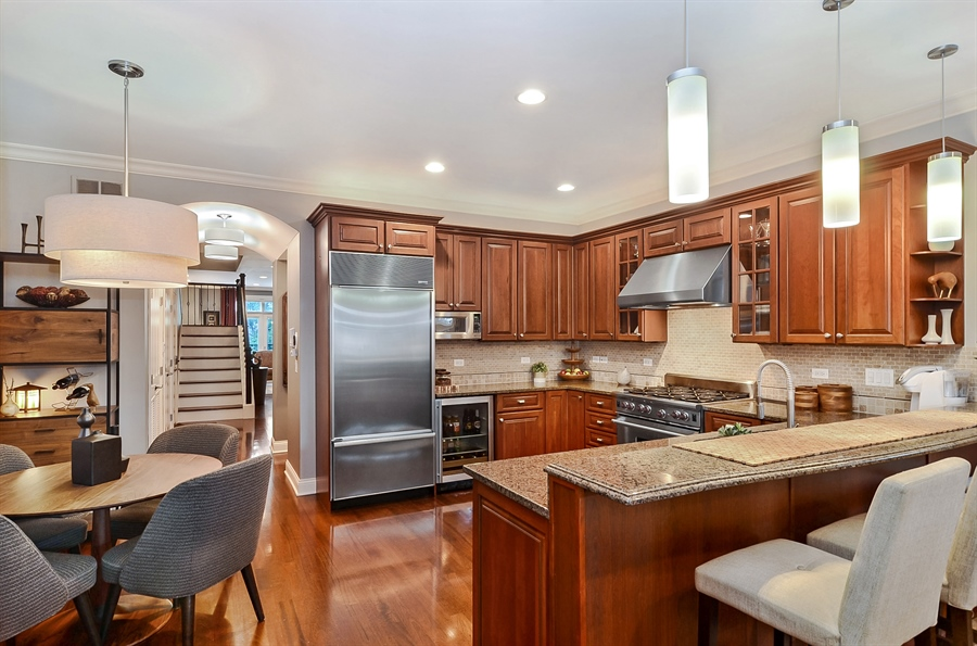 Real Estate Photography - 850 W Aldine, 3, Chicago, IL, 60657 - Kitchen / Breakfast Room